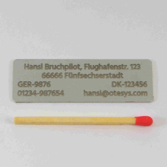 Aluminiumschild 4zeilig 50×16 (alufarben/0,50)