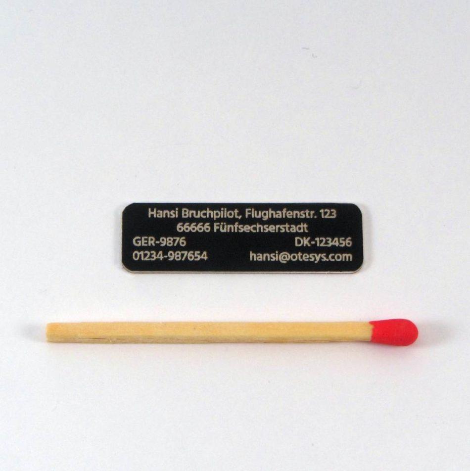 Aluminiumschild 4zeilig 32×10 (schwarz/0,50)