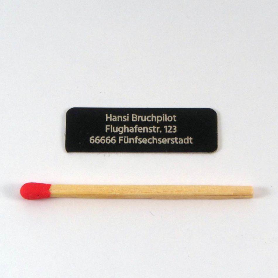 Aluminiumschild 3zeilig 32×10 (schwarz/0,13)
