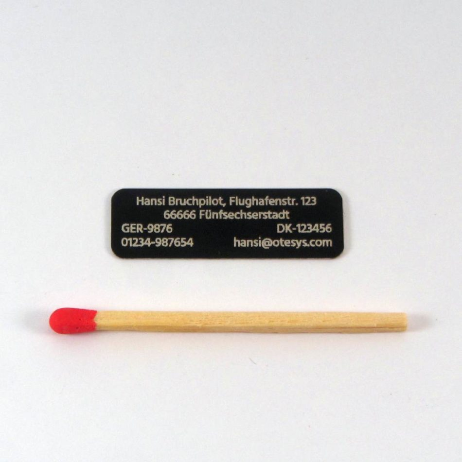 Aluminiumschild 4zeilig 32×10 (schwarz/0,13)